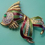 Jewelry alloy gold tone fish brooch