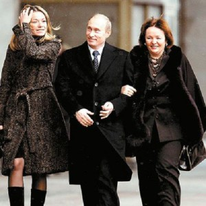 Putin, his wife and eldest daughter, Maria, in a photo that appeared online in 2008
