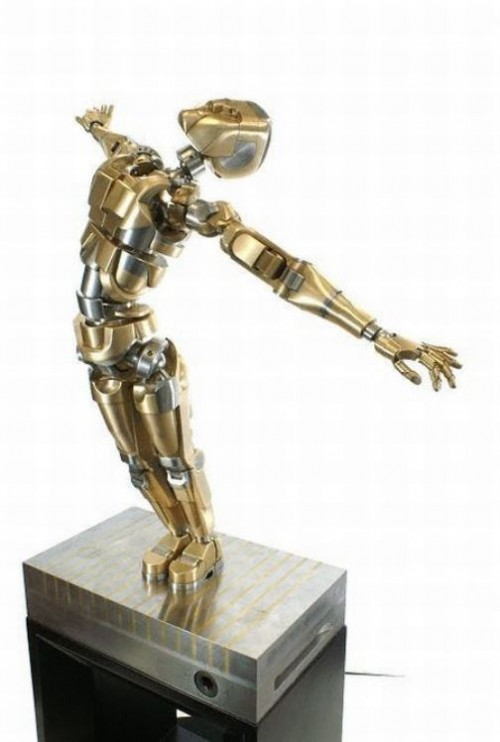 Mechanical Iron man can take any human posture. Made by Mark Ho, the Netherlands