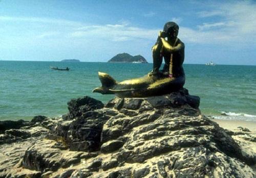 Golden statue of mermaid