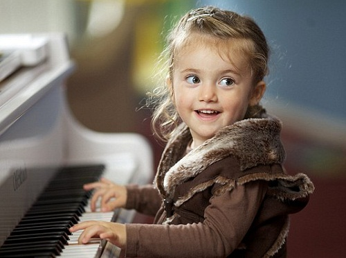 3-year-old British Mozart Lavinia Ramirez