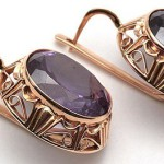 Gold earrings with corundum