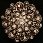 Antique brooch with natural diamonds
