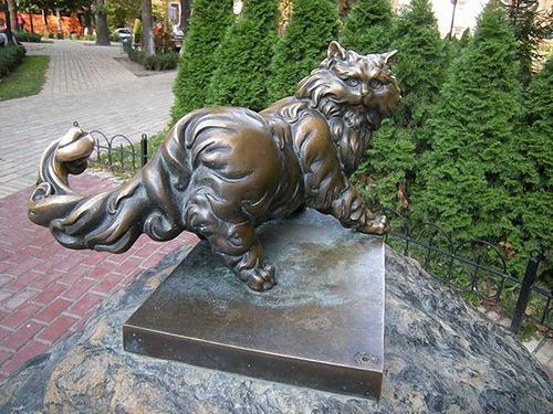 Monument cat Panteleimon, Kiev. Cats monuments