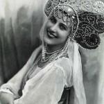 Nina Paul, 1932