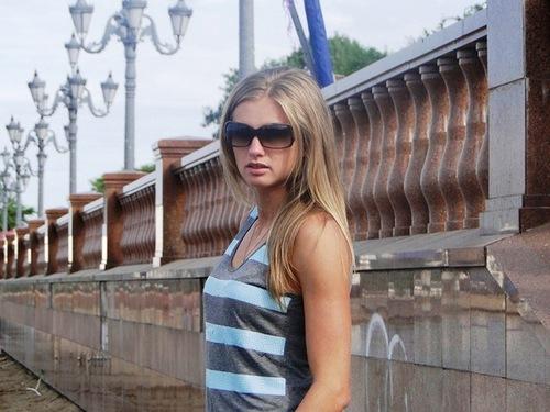 krasivaya-devushka-seks-doma-video