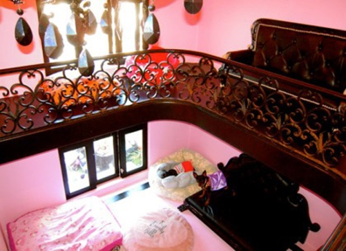 The Inside Of The Doghouse Was Designed By Interior Designer Faye Resnick  Using Premium Materials