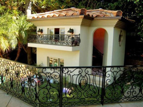 world's most extravagant puppy palace owned by Paris Hilton