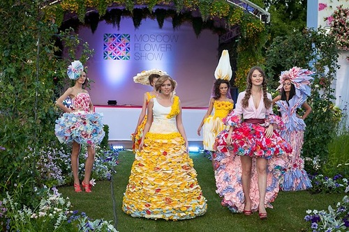 2012 Flower Dress fashion show in Moscow
