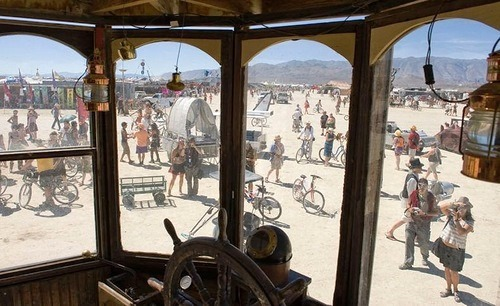 Beauty will save Neverwas Haul Steampunk House on Wheels ...