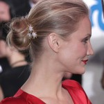 Cameron Diaz wears Verdura's gold and diamond 'Plieades' brooch in her hair to the 2009 Golden Globes
