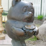 Winnie the Pooh (Vinni Puh – Russian version). Positive monuments of cartoon characters in Ramenskoye