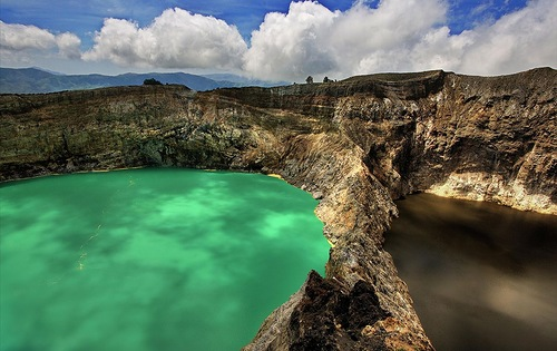 The Keli Mutu lakes - Lakes with water of amazing colors