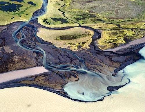 Icelandic rivers that resemble abstract works. Photographer Andrei Yermolayev