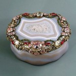Snuffbox Frederick the Great. Agate, gold, rubies, diamonds, jade, embossing, engraving. Germany. Berlin. About 1765