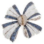 Classic design bow brooch