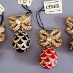 Ciner clear rhinestone bow pin with enameled pine cone