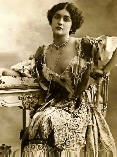 Lina Cavalieri worlds first photo model