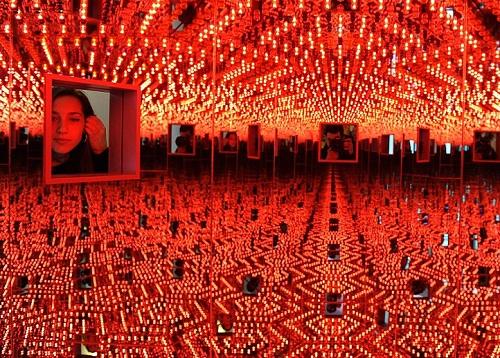 Yayoi Kusama Infinite mirror art installation