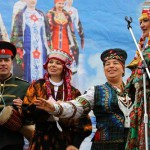 Performing in Pavlovsky Posad Shawls