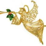 Trumpeting Christmas Angel with Holly, Vintage Jj, in Gold