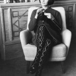 Gorgeous Italian actress Sophia Loren knitting