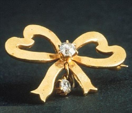 Beauty Will Save Titanic Jewelry On Public Display