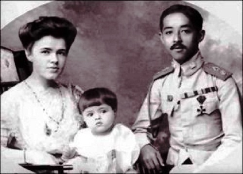 Prince Chakrabongse, Ekaterina Desnitskaya Princess of Siam and their son Chakrabongse Bhuvanath, Jr.