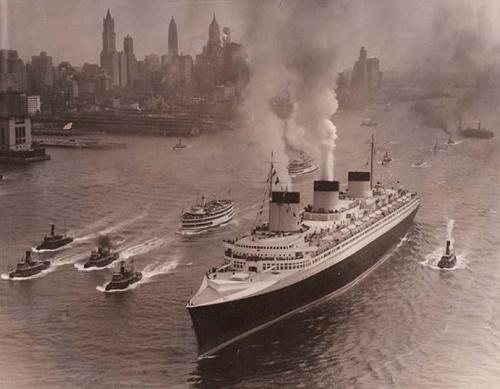 """French liner """"Normandie"""" (""""Lafayette""""). February 10, 1942 French ship was destroyed in a fire at the pier French line in New York"""