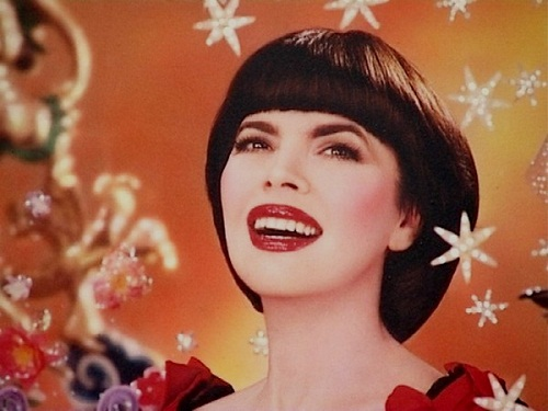 Mireille Mathieu: a bright woman and a prisoner of fate 35