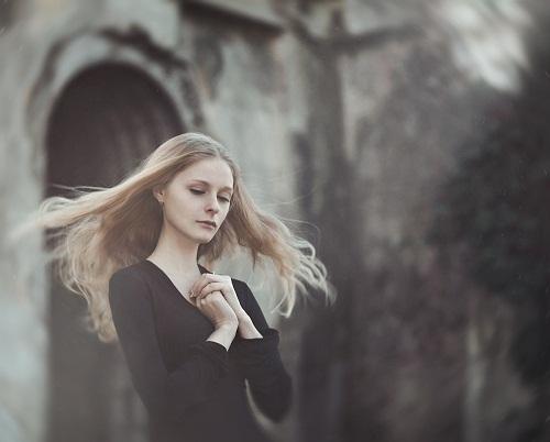 Praying. Photographer Elena Alfyorova, Russia