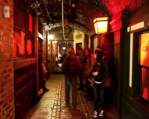 Club Cavern. Here in the museum they recreated the street on which the club was dark and damp, even with the rat
