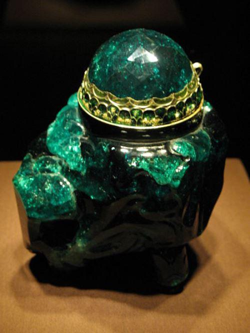 Emerald vessel unguentarium 2860 carat, Emeralds in legends and history