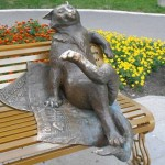 "The bronze monument ""Yoshkin cat""."