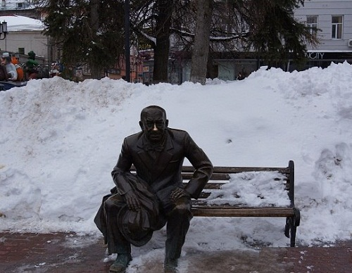 Nizhny Novgorod, Theater Square, the monument to a Russian actor