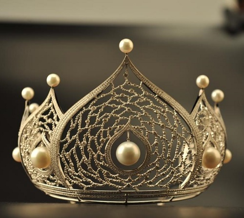Miss Russia crown is world most expensive beauty pageant crown, made ​​of white gold, studded with diamonds and pearls, worth over a million dollars