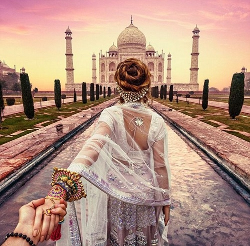 beautifully dressed in national costume Nataly going to the iconic site - Taj Mahal