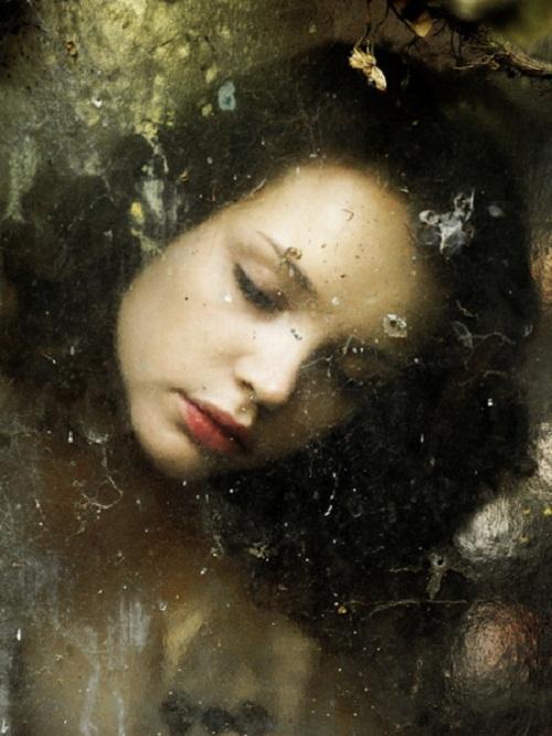 Mysterious portraits by Dutch photographer Henri Senders