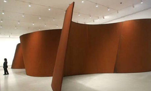 "sculpture ""7"" of the famous American sculptor Richard Serra"
