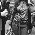 Girl sells belts at the festival rock 'n' roll. Wembley Arena in 1972.
