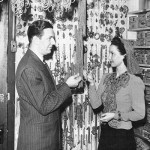 Joseff and actress Katherine Wilson viewing chains. Cigar boxes are the same.