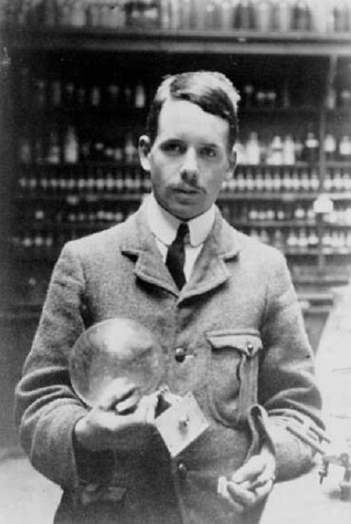 Henry Moseley. Physicist. Died 1915, at age 27, at the Battle of Gallipoli