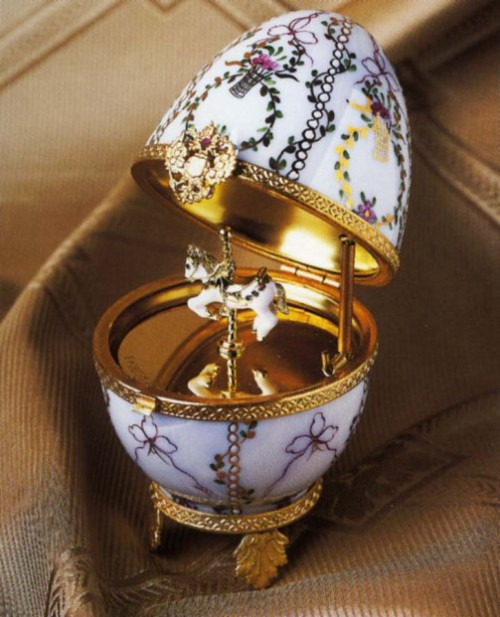 Imperial Gatchina Palace Egg ca. 1901. Hand-painted Limoges porcelain with carousel horse surprise