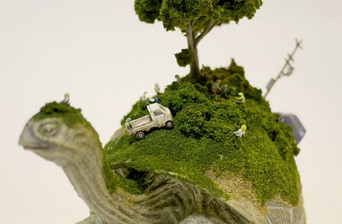 Miniature sculptures by Japanese artist Maico Akiba
