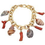 Bracelet with charms of Trianon, 18K yellow gold, coral, shells