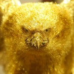"""Statue of a bird of prey of gold at an exhibition of gold and silver in the department 'Ginza Tanaka"""""""