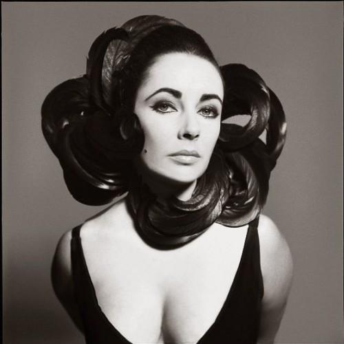 Innovative photographer Richard Avedon. Elizabeth Taylor