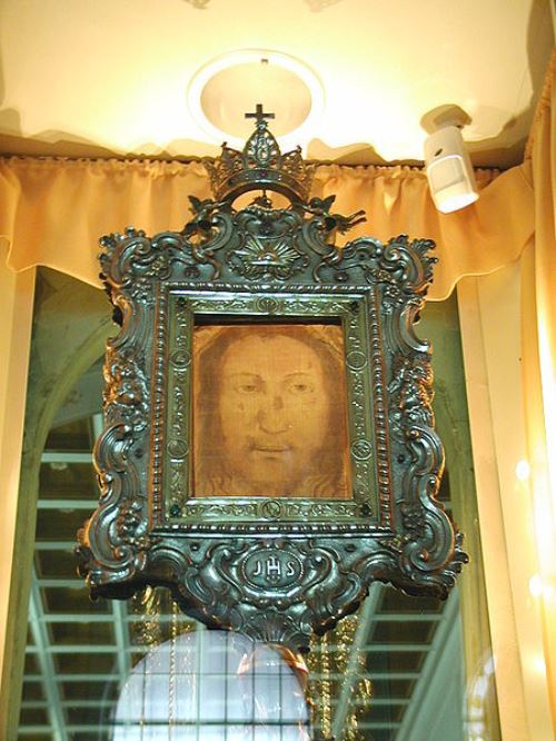 Secrets of the miraculous Veil of Veronica. Volto Santo from Manoppello (Italia).