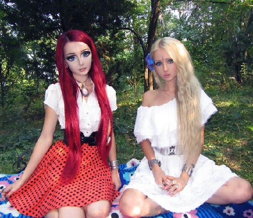 Valeria Lukyanova with makeup and Photoshop and without