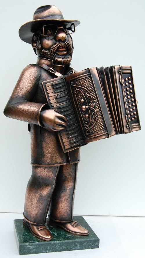 Accordion player. Steampunk sculpture by Alisa Didkovskaya-Petrosyuk